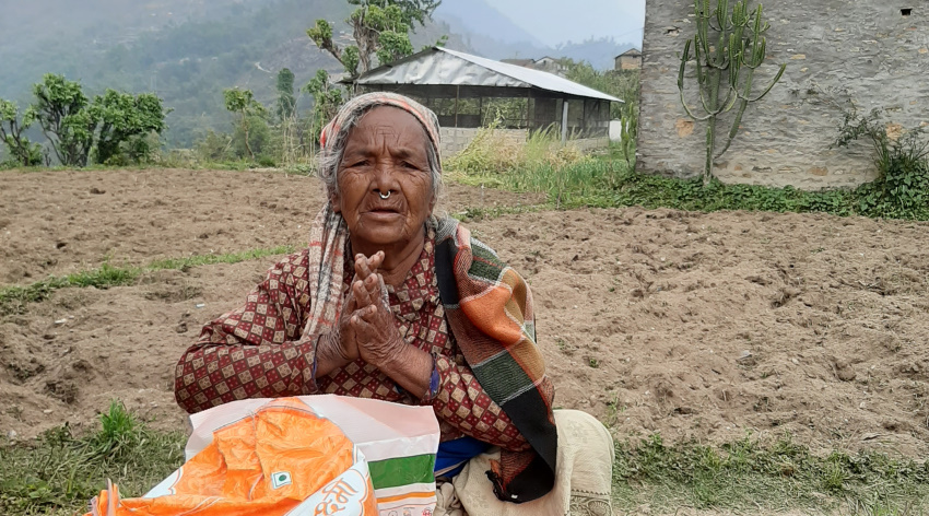 Woman in Nepal receives food package from ACN due to coronavirus lockdown